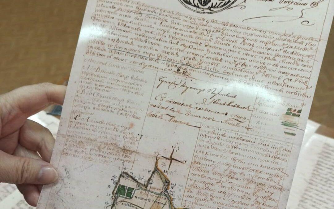 Копии архивных материалов XVIII века о поселении Горожане получили псковские археологи
